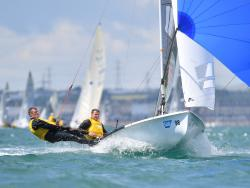 Pinnell and Davies pile on the power downwind © Christophe Favreau